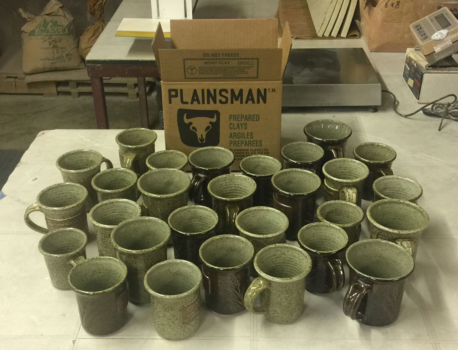 29 mugs made from one 20kg box of Plainsman H443 clay