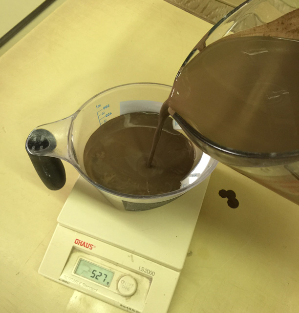 Specific gravity of a glaze using a scale and measuring cup