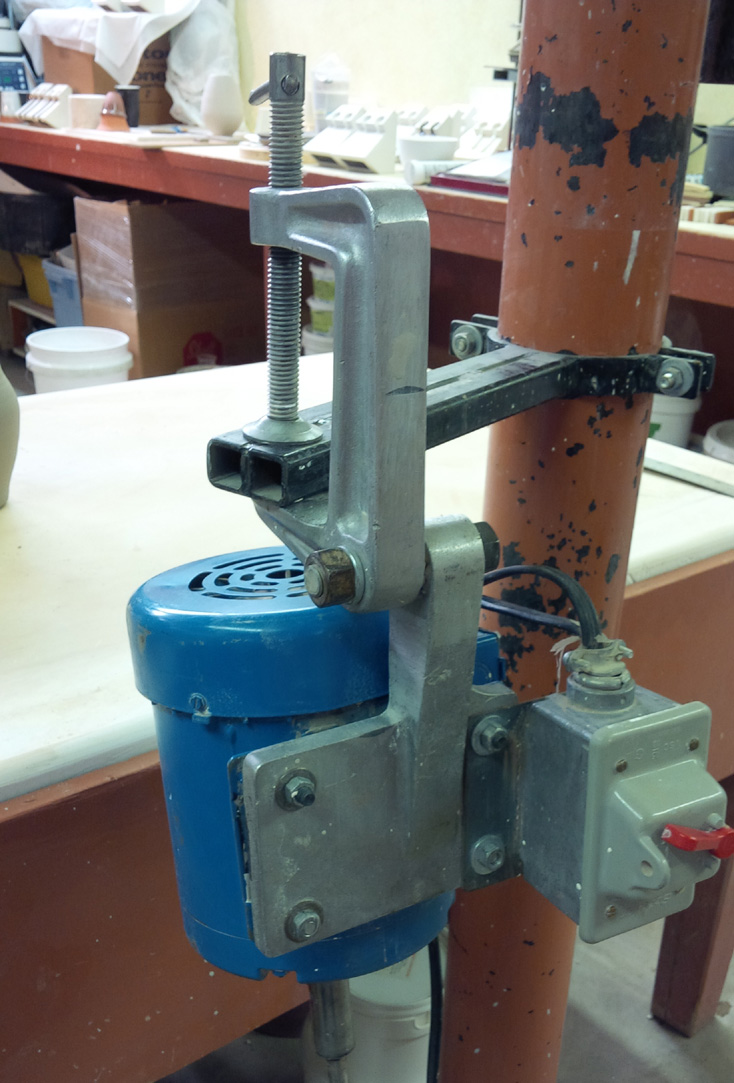 One-speed slurry mixer mounting clamp