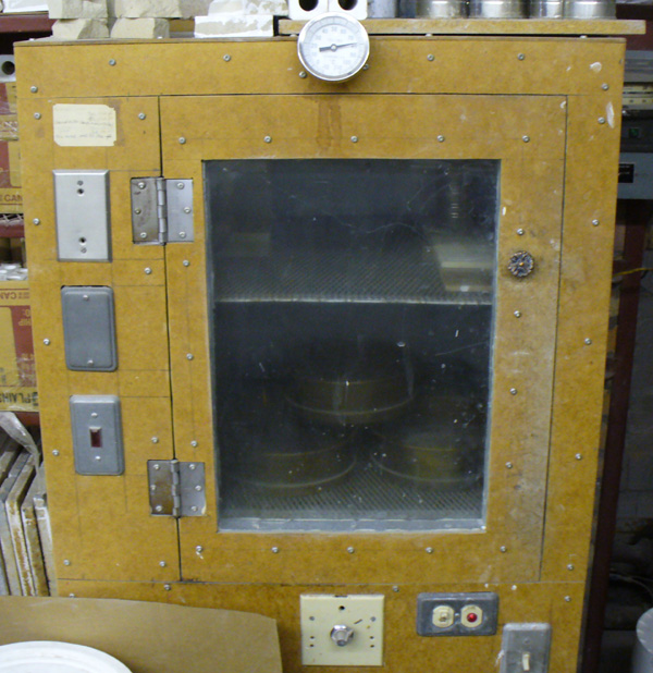 Example of a lab drier with heating elements, fan and temperature indicator